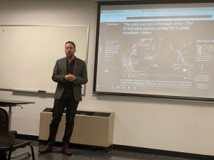 Journalist shares reporting experience with media students